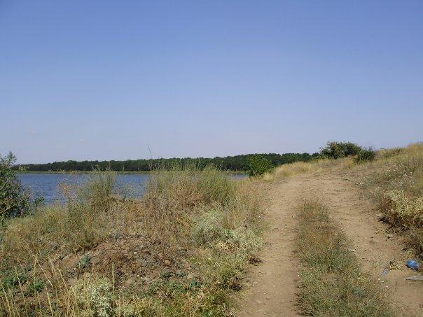 дорога вокруг водохранилища