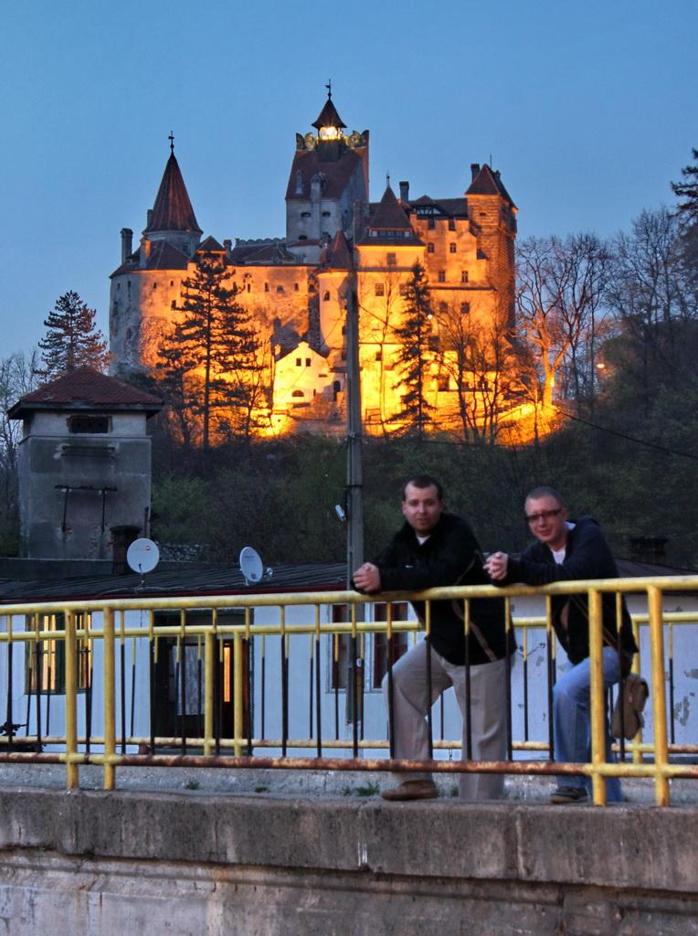 замок Бран ночью