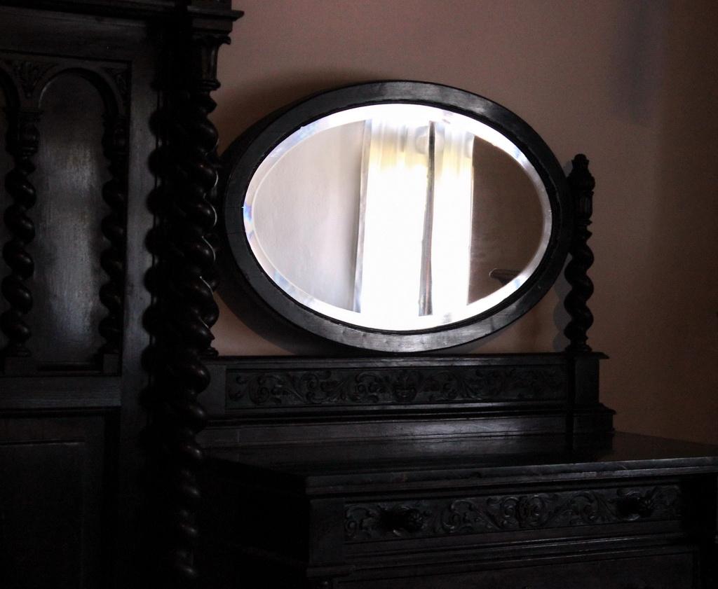 зеркало в замке Дракулы